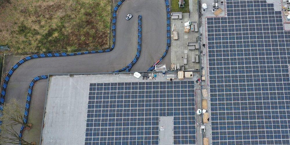Groen racen: panelen voorzien kartbaan en 86 huishoudens van stroom