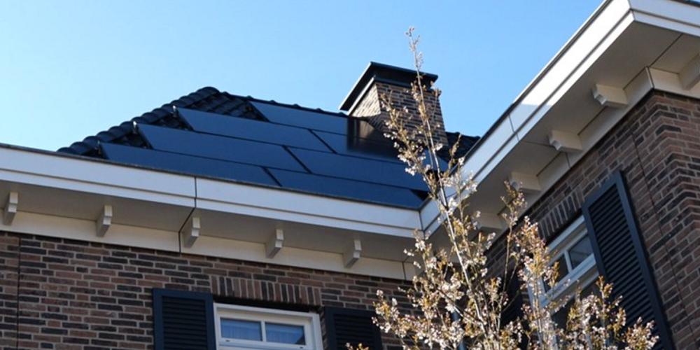 Nieuwbouwwijk plaatst zonnepanelen aan verkeerde kant dak