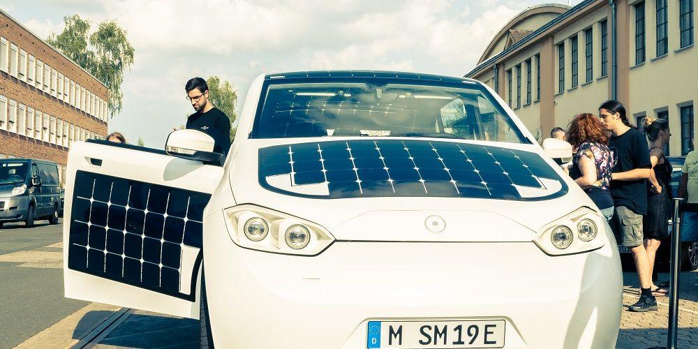 Wat betekenen panelen op auto's voor klimaatdoelen?